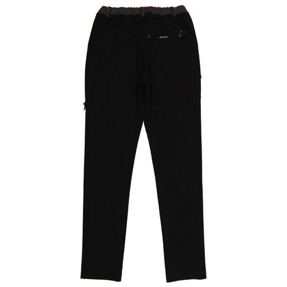 穿黑色休闲裤的美女